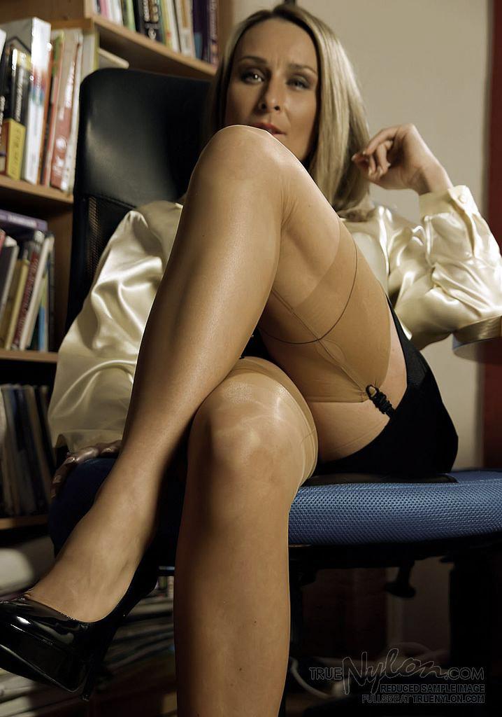 nylon secretary